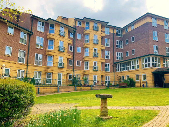 Tyrell Court sheltered housing - outdoor courtyard